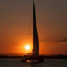 Balade en Catamaran au Coucher de Soleil à La Grande-Motte