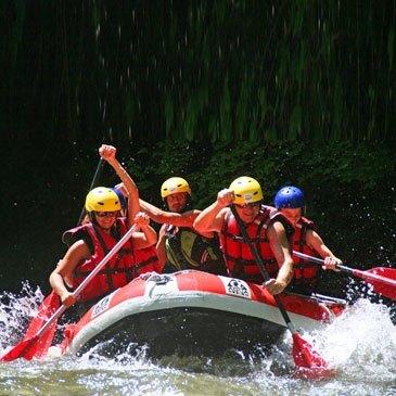 Rafting sur l'Aude près de Carcassonne en région Languedoc-Roussillon