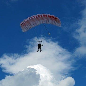 Saut parachute en tandem Sarlat en région Aquitaine