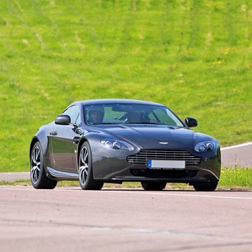 Stage de Pilotage Aston Martin - Circuit de Chambley