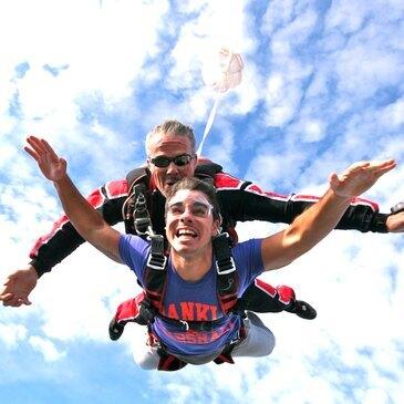 Saut en Parachute Tandem à Aubenas en Ardèche