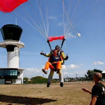 Saut en Parachute Tandem près d'Etretat en région Haute-Normandie