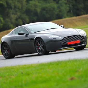 Stage en Aston Martin - Circuit du Grand Sambuc