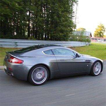 Stage Pilotage Aston Martin en région Provence-Alpes-Côte d'Azur et Corse