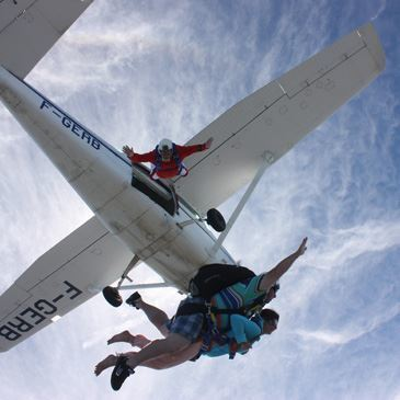 Saut parachute en tandem à Amiens