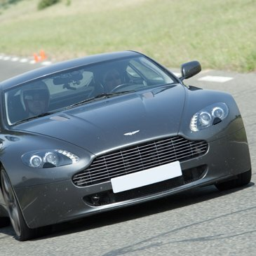 Stage de Pilotage en Aston Martin Circuit d'Alès
