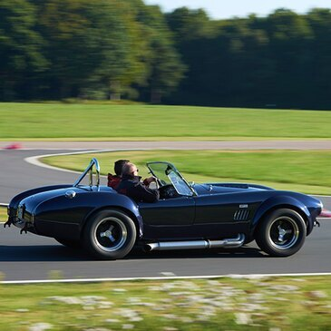 stage de pilotage en shelby ac cobra circuit de pont l 39 v que. Black Bedroom Furniture Sets. Home Design Ideas