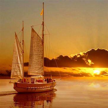 Promenade en voilier au coucher du soleil à Marseille