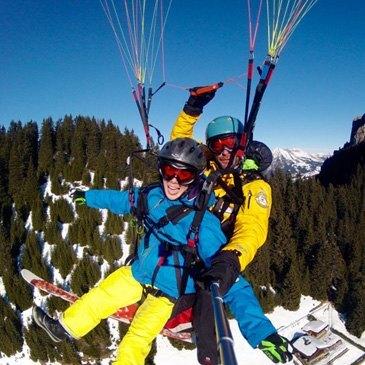 Baptême de parapente à skis proche de Lausanne en Suisse