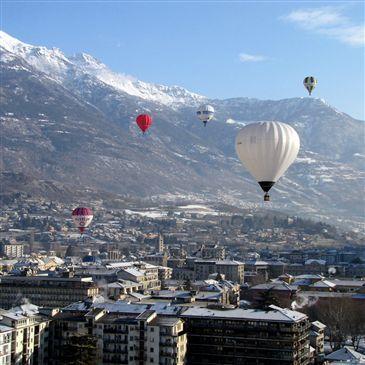 Baptême de l'air montgolfière proche Aéroport de la Vallée d'Aoste, à 1h de Chamonix-Mont-blanc