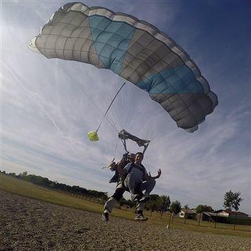 Saut en parachute proche Aéroport Agen-La Garenne