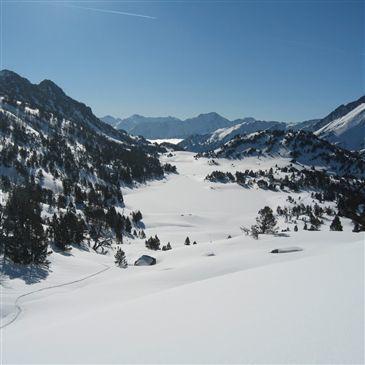 Randonnée en Raquettes dans la Vallée de Gavarnie en région Midi-Pyrénées