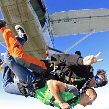 Saut en Parachute Tandem à Montargis au Sud de Paris