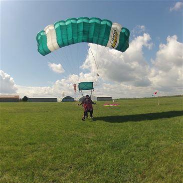 Saut en Parachute Tandem près d'Etampes en région Ile-de-France