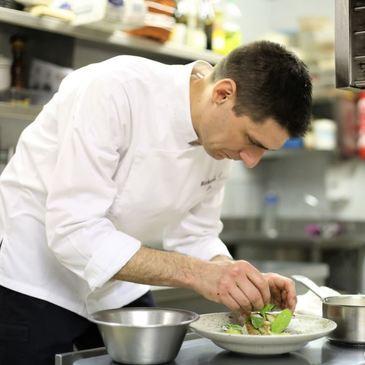 Cours de Cuisine Végétale en Immersion avec un Chef à Paris Saint-Lazare