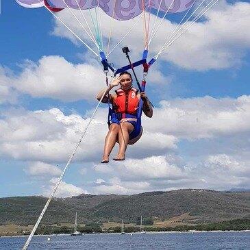 Plage de Santa Giulia, Corse du Sud (2A) - Parachute Ascensionnel