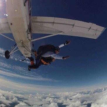 Saut en parachute en région Bretagne