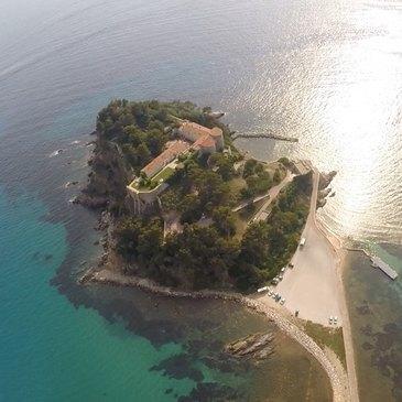 Baptême en Hélicoptère à Hyères - Les Plages et les Îles du Var en région Provence-Alpes-Côte d'Azur et Corse