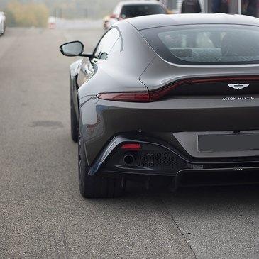 Stage de Pilotage Aston Martin en région Provence-Alpes-Côte d'Azur et Corse
