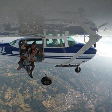 Aéroport de Périgueux-Bassillac, Dordogne (24) - Saut en parachute