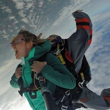 Saut en Parachute Tandem à Saint-Girons dans les Pyrénées