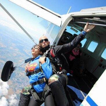 Saut en Parachute Tandem au Mans en région Pays-de-la-Loire