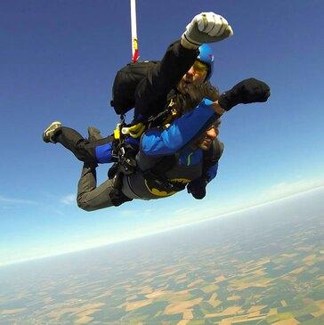 Saut en Parachute avec un Champion du Monde près d'Amiens