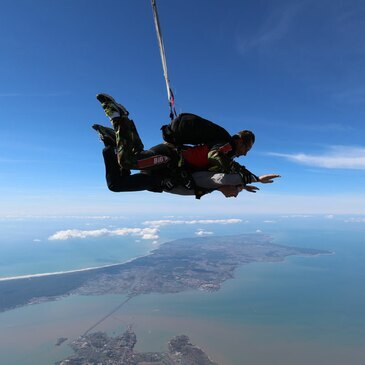 Saut en Parachute Tandem près de La Rochelle