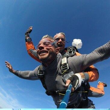 Saut en Parachute Tandem près de Versailles