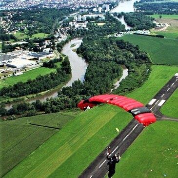 Aérodrome de Vichy-Charmeil, Allier (03) - Saut en parachute