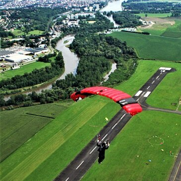 Saut en parachute proche Aérodrome de Vichy-Charmeil, à 1h de Clermont-Ferrand