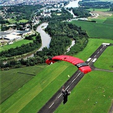 Saut en parachute proche Aérodrome Le Puy-Loudes, à 1h15 de Saint-Etienne