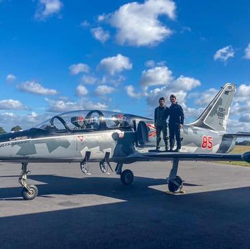 Vol avion de chasse proche Aéroport Avignon-Provence
