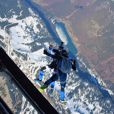 Saut Parachute en Tandem depuis un Hélicoptère à Morzine en région Rhône-Alpes