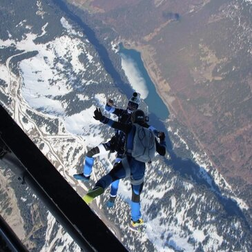 Saut en parachute proche Viuz-en-Sallaz, à 1h de Chambéry