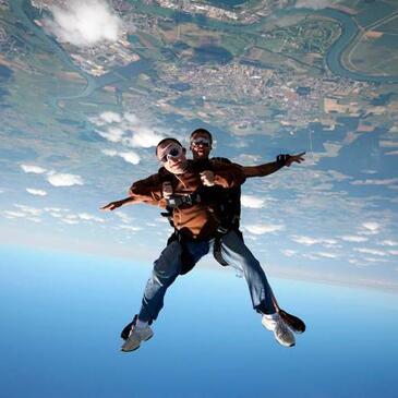 Saut en Parachute Tandem près de Villefranche-sur-Saône en région Rhône-Alpes