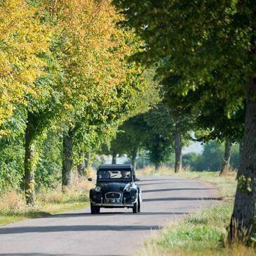 Balade en 2CV et Visite de Château en Bourgogne