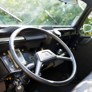 Balade en 2CV et Visite de Château en Bourgogne en région Bourgogne