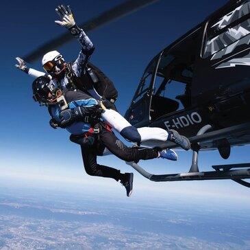 Saut en Parachute depuis un Hélicoptère près d'Annecy
