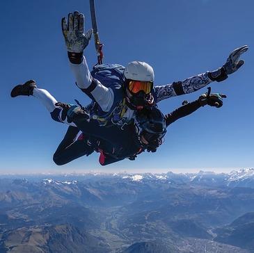 Saut en parachute proche Viuz-en-Sallaz, à 40 min d'Annecy