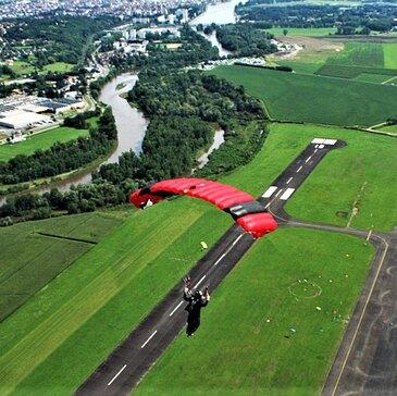 Aérodrome de Vichy-Charmeil, à 1h de Roanne, Loire (42) - Saut en parachute