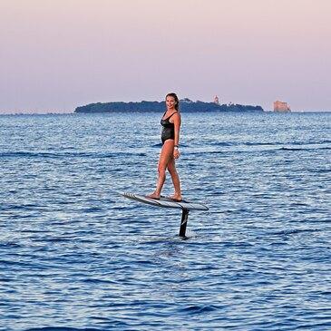 Initiation au Surf Electrique à Foil à Cannes en région Provence-Alpes-Côte d'Azur et Corse
