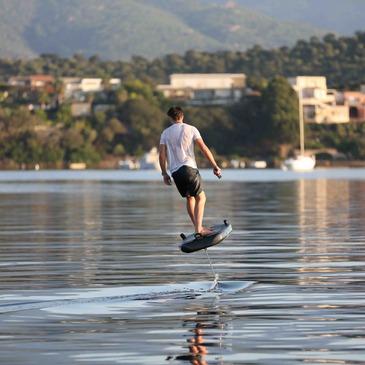 Surf et Sport de Glisse proche Lac de Saint-Cassien