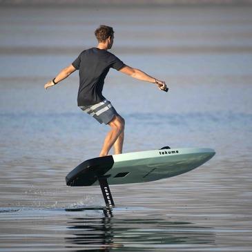 Initiation au Surf Electrique à Foil à Mandelieu en région Provence-Alpes-Côte d'Azur et Corse