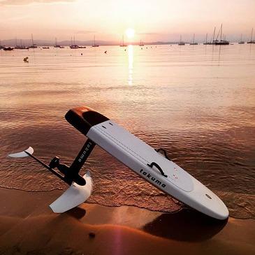 Initiation au Surf Electrique à Foil à Hyères - Porquerolles en région Provence-Alpes-Côte d'Azur et Corse