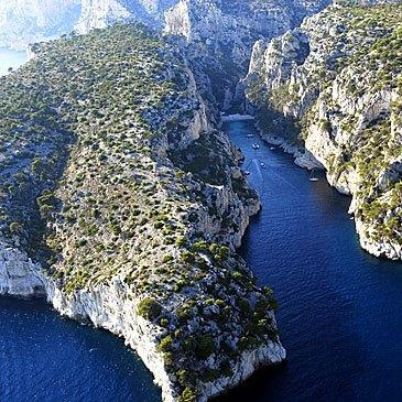 Baptême en Hélicoptère - Survol des Calanques de Marseille