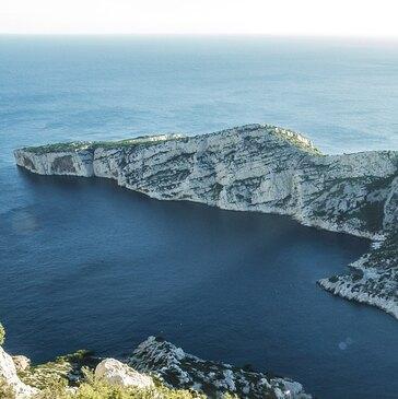 Baptême en Hélicoptère - Survol des Calanques de Marseille en région Provence-Alpes-Côte d'Azur et Corse