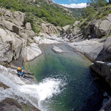 Descente du Canyon du Rieutord près de Mende